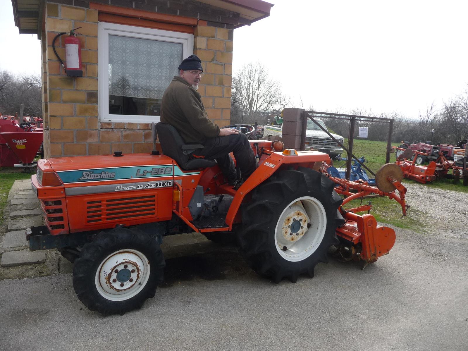 Speciális és fülkés,traktorok.+ Külön kapható jó talajmarók