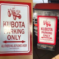 Kubota Parkoló Tábla