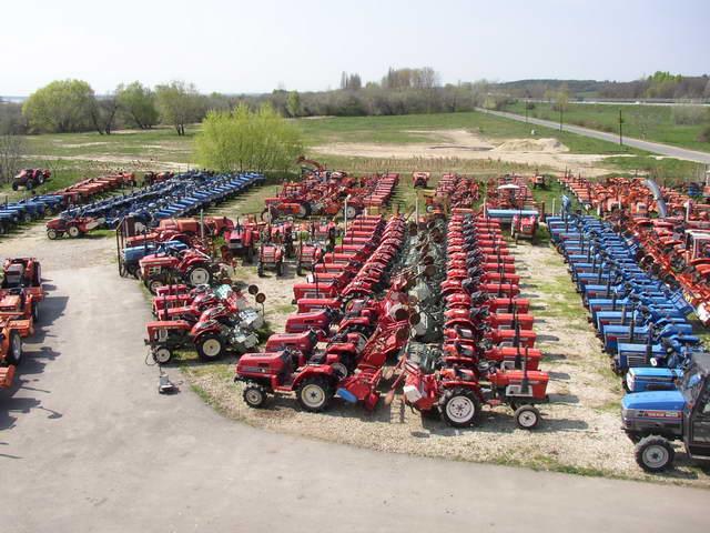 Traktorok raktáron. Már csak 10 szép 1A traktorunk van.